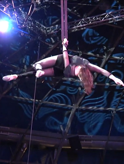 Emily Hovan, aerial straps, Circus Star 2016 performer